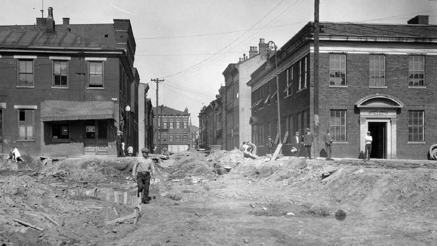 The right corner building on Central Parkway and 15th was the United Jewish Social Agencies. Central Parkway is under construction in this photo, taken in 1927.