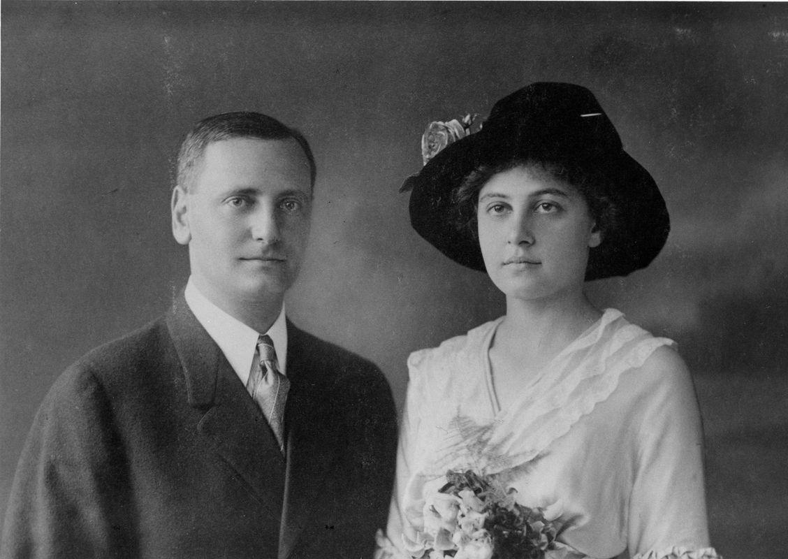 Murray and Agnes Seasongood. Courtesy of The Jacob Rader Marcus Center of the American Jewish Archives, Cincinnati, Ohio.